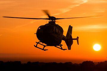 EC.135 Traumahelikopter tijdens zonsondergang van Jimmy van Drunen