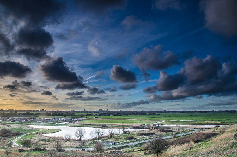 Skyline van Den Haag tijdens zonsondergang van Ricardo Bouman   Fotografie