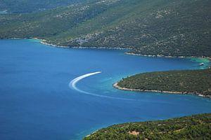 Egeïsche blauwe zee op het Griekse eiland Samos van Marije van der Vies