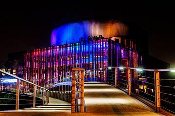 Theater De Spiegel bij nacht van Richard de Bruin