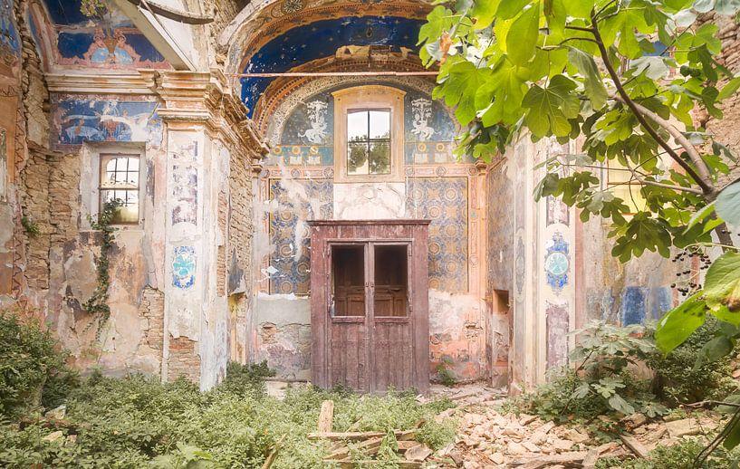 Ruïne van een Kerk. van Roman Robroek