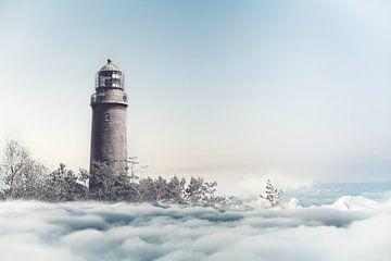 Leuchtturm über den Wolken von Heike Hultsch