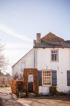 Schattig oud huisje in Drimmelen van Suzan van Pelt