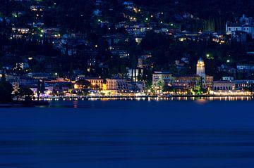 Avond bij Gardone Riviera aan het Gardameer in Italie van