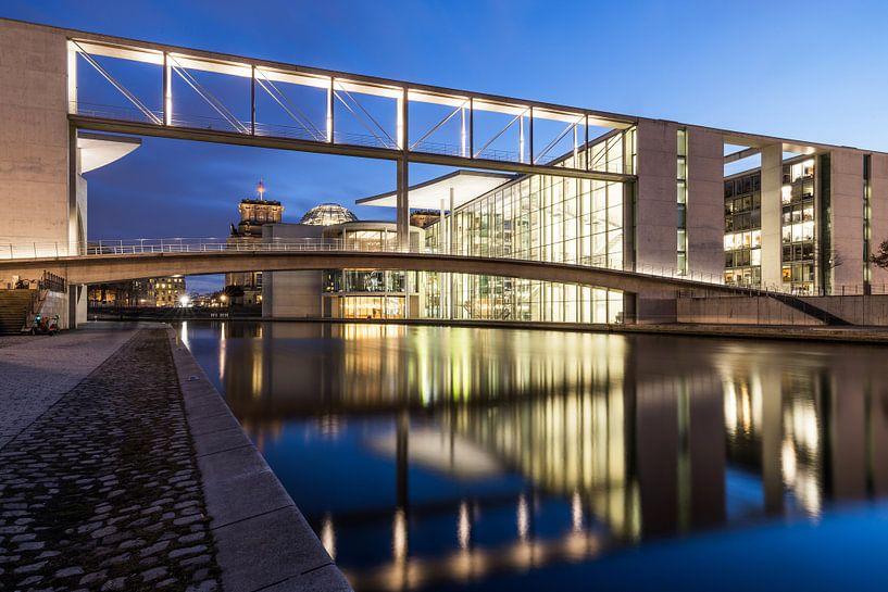 Le quartier gouvernemental de Berlin à l'heure bleue sur Frank Herrmann