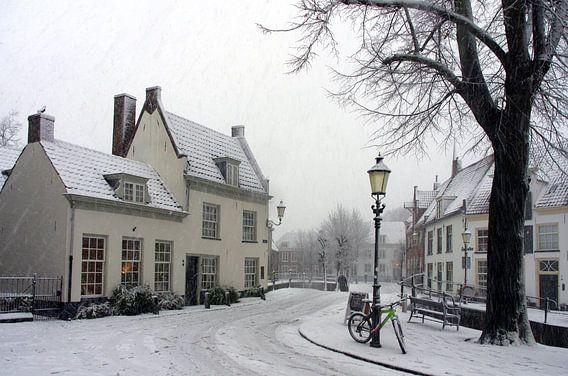 Winter en sneeuw in historisch Amersfoort van Watze D. de Haan