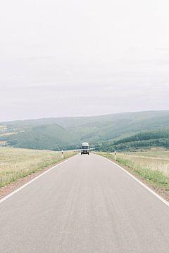 Vanlife - Oldtimer Mercedes camper op pad in Duitsland van Milou van Ham