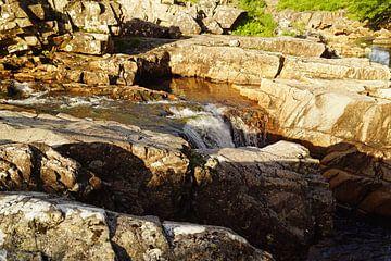 petite chute d'eau à Glen Etive en Écosse sur Babetts Bildergalerie