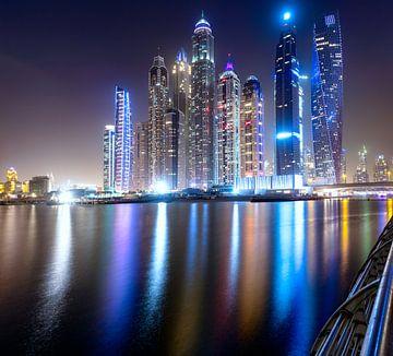 Dubai skyline na zonsondergang van