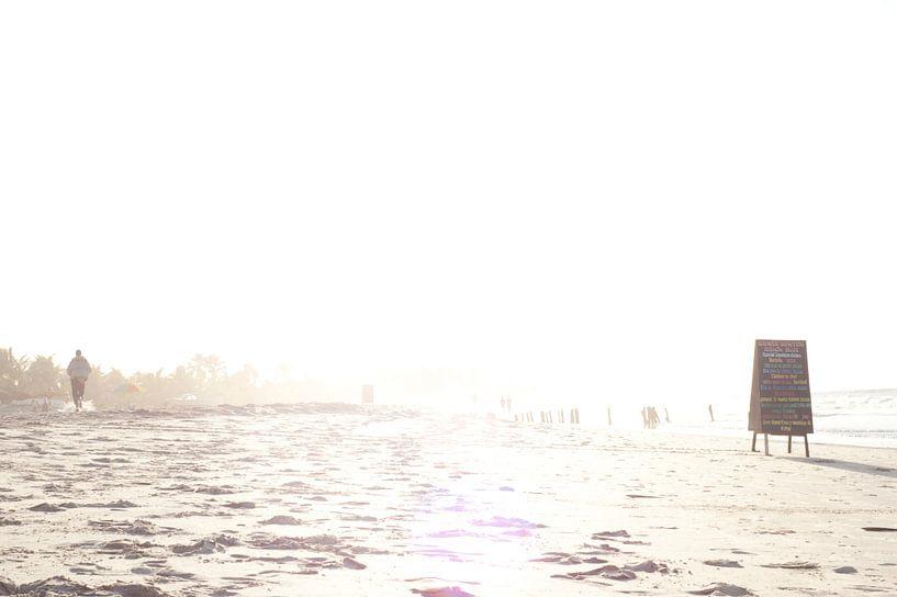 Gambia Beach 3 van Wijs & Eigen