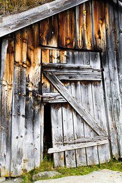 Abandoned hut sur