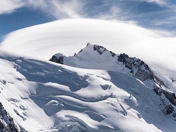 sneeuw abstractie van Ko Hoogesteger
