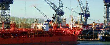 Tanker auf der Werft bei Damen von Frans Jonker