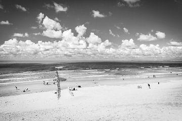 Zwart wit fotografie van de kust in Zeeland. van Mariëlle Debrichy