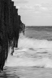 Breaking the waves 2 - B&W