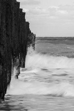 Breaking the waves 2 - B&W van Cathy Php