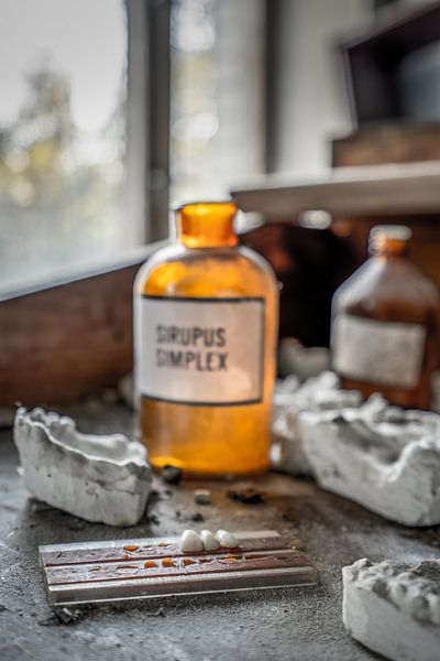 Werktafel tandkliniek Pripyat van Karl Smits