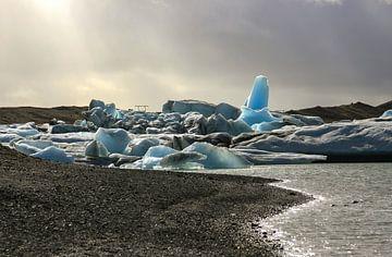 Rocks of ice in the sun sur Louise Poortvliet