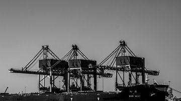 Kräne und Schiffe im Hafen. von scheepskijkerhavenfotografie