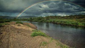 Regenboog boven de Nivlojohka van