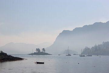 Blick über die Bucht von Plockton, Schottland von Wilma Overwijn