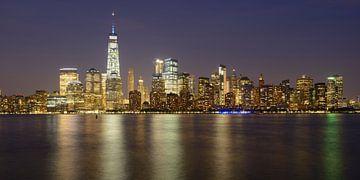 New York Skyline in de avond - Lower Manhattan, panorama van
