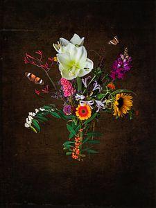 Stilleven met bloemen en insecten