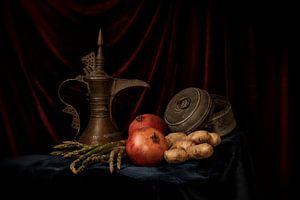 Stilleben von Granatapfel-Apfel und arabischer Teekanne