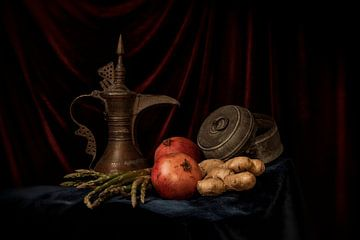 Stilleven van granaat appel en arabische theekan van MICHEL WETTSTEIN