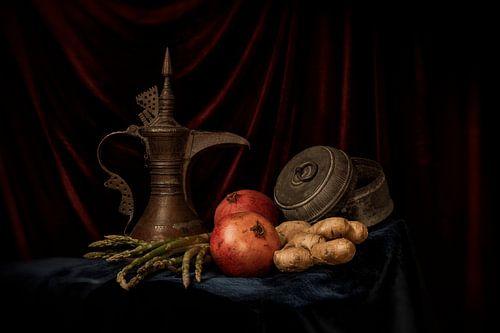 Stilleven van granaat appel en arabische theekan