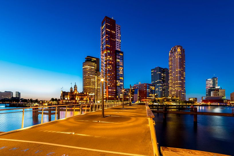 Kop van Zuid Rotterdam bij Blue Hour van Marco Schep