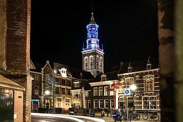Verlichte klokkentoren in Kampen, Overijssel van Fotografiecor .nl