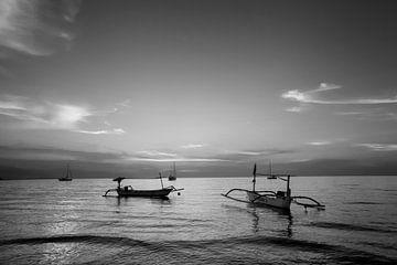 Schöne Sonnenaufgangsszene auf Bali, Indonesien von Tjeerd Kruse
