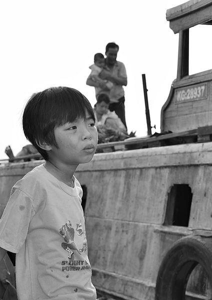 Vietnamese jongen in gedachten van Jack Koning