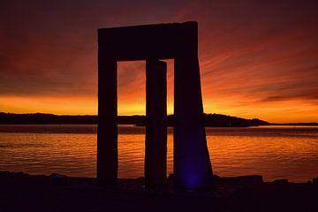 Monument met ondergaande zon in Zweden van Sander Hekkema
