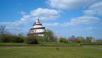 Jahrtausendturm im Elbauenpark am Ufer der Elbe in Magdeburg von Heiko Kueverling