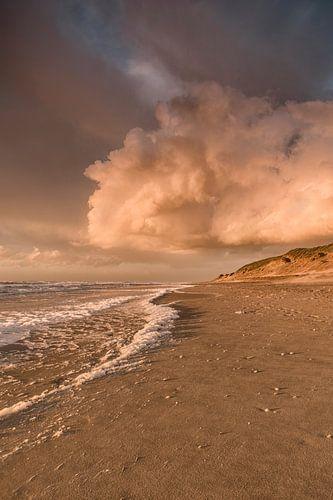 Sonnenuntergang am Strand von Texel von Lia Hulsbeek Brinkman
