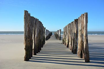 Golfbrekers aan het strand van Domburg, Zeeland van My Footprints