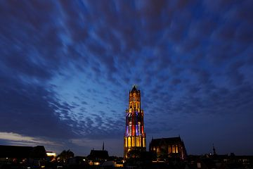 Stadsgezicht van Utrecht met Domtoren in kleuren Franse vlag  tijdens de start van de Tour de France sur