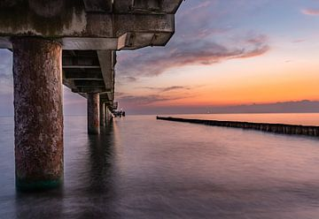 Onder de pier in de ochtend van Marc-Sven Kirsch