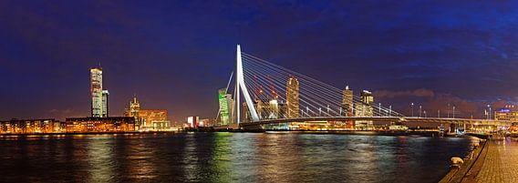 'Rotterdam, Erasmusbrug en Kop van Zuid' van Sjoerd Mouissie - 55x20 Canvas