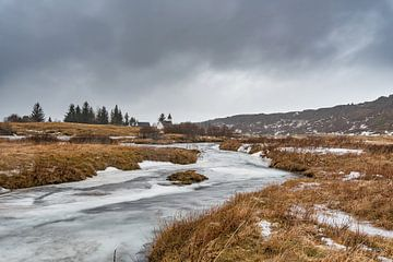 Frozen river in Þingvallir van Andreas Jansen