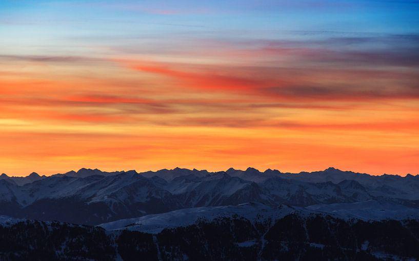 Bergen zonsondergang van Dennis van de Water