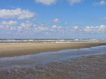 Zee, strand en pierenbadje van Lotte Veldt