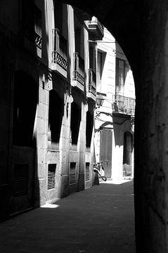Italiaans doorkijkje met vespa in de stad van Edith Wijte