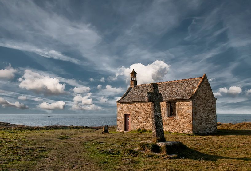 Kerk aan de Bretonse kust van Ellen Driesse