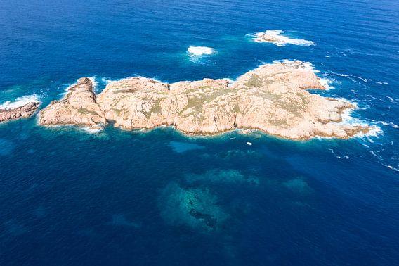 Eiland voor de kust van Isola Rossa, Sardinië