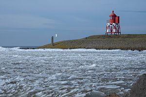 Kruiend ijs bij Stavoren van Ron de Regt