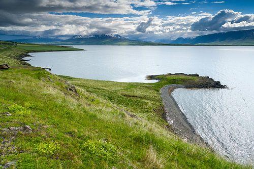 Uitzicht over het Eyjafjörður, IJsland van