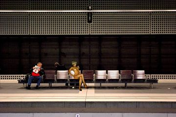 Wachten op de trein van Bert Burkhardt